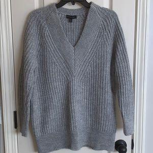 Banana Republic Gray v-Neck Textura Sweater Size M